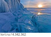 Купить «Байкал. Февральский закат у скал острова Ольхон», фото № 4342362, снято 23 февраля 2013 г. (c) Виктория Катьянова / Фотобанк Лори