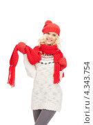 Купить «Очаровательная счастливая девушка в красных рукавицах и шапке на белом фоне», фото № 4343754, снято 26 сентября 2018 г. (c) Syda Productions / Фотобанк Лори