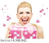 Купить «Счастливая девушка с подарком на праздник», фото № 4348842, снято 10 ноября 2007 г. (c) Syda Productions / Фотобанк Лори
