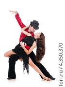 Купить «Молодая пара танцует страстный танец на белом фоне», фото № 4350370, снято 2 декабря 2012 г. (c) Elnur / Фотобанк Лори