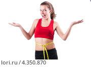 Купить «Улыбающаяся спортивная девушка с сантиметром на талии», фото № 4350870, снято 1 ноября 2012 г. (c) Elnur / Фотобанк Лори