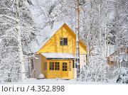 Купить «Заснеженный домик», эксклюзивное фото № 4352898, снято 2 марта 2013 г. (c) Елена Коромыслова / Фотобанк Лори