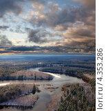 Равнинная река поздней осенью. Вид сверху. Стоковое фото, фотограф Владимир Мельников / Фотобанк Лори