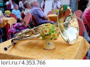 Купить «Валторна на столике в кафе», эксклюзивное фото № 4353766, снято 12 сентября 2012 г. (c) Илюхина Наталья / Фотобанк Лори
