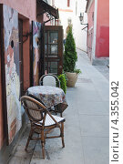 Купить «Столик небольшого кафе на одной из улочек Таллина», эксклюзивное фото № 4355042, снято 27 мая 2012 г. (c) Игорь Соколов / Фотобанк Лори