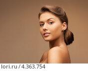 Купить «Чувственная красивая девушка с волосами, уложенными в сложный узел», фото № 4363754, снято 28 августа 2011 г. (c) Syda Productions / Фотобанк Лори