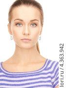 Купить «Симпатичная молодая женщина в тельняшке на белом фоне», фото № 4363942, снято 10 октября 2010 г. (c) Syda Productions / Фотобанк Лори