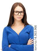 Купить «Красивая молодая женщина с темными волосами с улыбкой на губах», фото № 4363966, снято 2 апреля 2011 г. (c) Syda Productions / Фотобанк Лори