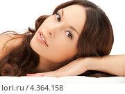 Купить «Очаровательная молодая женщина с волнистыми волосами крупным планом», фото № 4364158, снято 30 октября 2011 г. (c) Syda Productions / Фотобанк Лори