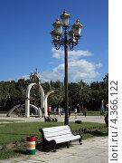 Купить «Фонари в Пицунде», эксклюзивное фото № 4366122, снято 11 июля 2012 г. (c) Игорь Веснинов / Фотобанк Лори