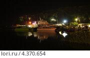 Катера в гаване ночью (2012 год). Редакционное фото, фотограф Денис Сураев / Фотобанк Лори