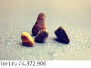 Камни на влажной поверхности. Стоковое фото, фотограф Александра Ткачук / Фотобанк Лори