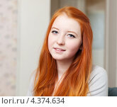 Купить «Портрет рыжеволосой девушки дома», фото № 4374634, снято 5 января 2013 г. (c) Яков Филимонов / Фотобанк Лори