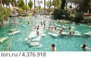 Купить «Люди плавают в бассейне Клеопатры вблизи Памуккале, Турция», видеоролик № 4376918, снято 12 февраля 2013 г. (c) Павел С. / Фотобанк Лори