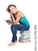 Купить «Студентка читает книгу, сидя на стопке книг», фото № 4378490, снято 22 августа 2012 г. (c) Elnur / Фотобанк Лори