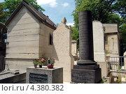 Купить «Надгробия на кладбище Пер Лашез, Париж, Франция», фото № 4380382, снято 1 июля 2010 г. (c) Светлана Колобова / Фотобанк Лори