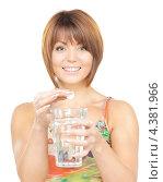 Купить «Красивая молодая женщина со стаканом воды на белом фоне», фото № 4381966, снято 19 июня 2019 г. (c) Syda Productions / Фотобанк Лори