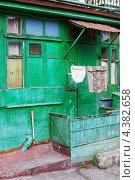 Купить «Старый щитовой дом, Ялта, Украина», фото № 4382658, снято 7 марта 2013 г. (c) Serhii Odarchenko / Фотобанк Лори