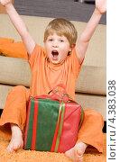 Купить «Счастливый мальчик радуется полученному подарку», фото № 4383038, снято 16 августа 2008 г. (c) Syda Productions / Фотобанк Лори
