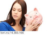 Купить «Красивая молодая женщина с розовой копилкой в руках», фото № 4383166, снято 2 апреля 2011 г. (c) Syda Productions / Фотобанк Лори