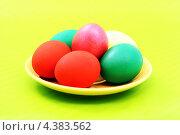 Пасхальные яйца в тарелке. Стоковое фото, фотограф CHERKAUSKAS VIKTOR / Фотобанк Лори
