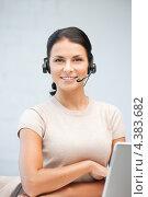 Купить «Счастливая молодая женщина из телефонной службы поддержки», фото № 4383682, снято 18 июня 2011 г. (c) Syda Productions / Фотобанк Лори