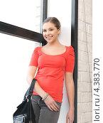 Купить «Юная девушка студентка с сумкой в колледже», фото № 4383770, снято 26 февраля 2012 г. (c) Syda Productions / Фотобанк Лори