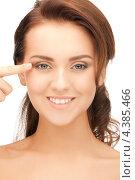 Купить «Молодая красивая женщина показывает указательным пальцем на свое лицо», фото № 4385466, снято 22 ноября 2011 г. (c) Syda Productions / Фотобанк Лори