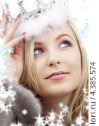 Купить «Красивая девушка в шубе на белом фоне со снежинками», фото № 4385574, снято 19 января 2008 г. (c) Syda Productions / Фотобанк Лори