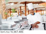 Купить «Арабский шеф-повар в ресторане отеля», фото № 4387486, снято 5 августа 2011 г. (c) Дмитрий Калиновский / Фотобанк Лори