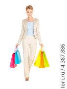 Купить «Счастливая молодая женщина с покупками в пакетах после шоппинга», фото № 4387886, снято 12 декабря 2009 г. (c) Syda Productions / Фотобанк Лори