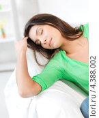 Купить «Красивая девушка дремлет на диване дома», фото № 4388002, снято 31 марта 2012 г. (c) Syda Productions / Фотобанк Лори