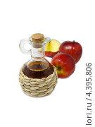Купить «Бутылочка с яблочным уксусом и красными яблоками», эксклюзивное фото № 4395806, снято 4 ноября 2012 г. (c) Blekcat / Фотобанк Лори
