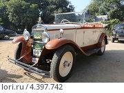 Старинный автомобиль Фиат (2012 год). Редакционное фото, фотограф Сергей Аряев / Фотобанк Лори