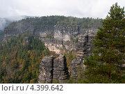 """Горы в национальном парке """"Чешская Швейцария"""" (2012 год). Стоковое фото, фотограф Яна Шпакова / Фотобанк Лори"""