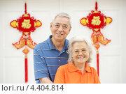 Купить «Китайская пожилая пара у ворот дома с элементами Фэн-Шуй», фото № 4404814, снято 4 апреля 2012 г. (c) Monkey Business Images / Фотобанк Лори