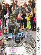 Купить «Художник аэрографист на Арбате», эксклюзивное фото № 4410446, снято 22 апреля 2012 г. (c) Алёшина Оксана / Фотобанк Лори