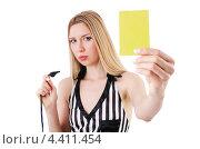 Футбольный судья показывает желтую карточку. Стоковое фото, фотограф Elnur / Фотобанк Лори