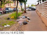 Купить «Мусор на улице города», эксклюзивное фото № 4412686, снято 19 июня 2012 г. (c) Зобков Георгий / Фотобанк Лори
