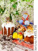 Христос Воскресе! Пасхальный стол с ветками цветущей черемухи, вербы, куличами и тряпичной куклой. Стоковое фото, фотограф ElenArt / Фотобанк Лори