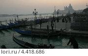 Вечером на набережной в Венеции (2012 год). Стоковое видео, видеограф Михаил Марков / Фотобанк Лори