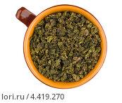 Зеленый сухой чай в керамической кружке. Стоковое фото, фотограф Владимир Киликовский / Фотобанк Лори