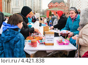 Купить «Освящение куличей и яиц в канун Пасхи», эксклюзивное фото № 4421838, снято 14 апреля 2012 г. (c) Алёшина Оксана / Фотобанк Лори