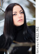 Зимний портрет брюнетки. Стоковое фото, фотограф Алексей Калашников / Фотобанк Лори