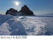 Купить «Байкал. Остров Ольхон зимой. Солнце над скалой Шаманкой», фото № 4423998, снято 9 марта 2013 г. (c) Виктория Катьянова / Фотобанк Лори