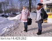 Купить «Девушки с опросными листами по предварительным выборам 31.03.13», эксклюзивное фото № 4429262, снято 21 марта 2013 г. (c) Голованов Сергей / Фотобанк Лори