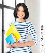 Купить «Очаровательная студентка с темными волосами в голубой тельняшке», фото № 4431106, снято 7 апреля 2012 г. (c) Syda Productions / Фотобанк Лори