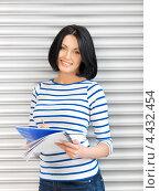 Купить «Очаровательная студентка с темными волосами в голубой тельняшке», фото № 4432454, снято 7 апреля 2012 г. (c) Syda Productions / Фотобанк Лори