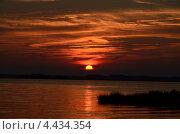 Багровый закат. Стоковое фото, фотограф Данил Колесников / Фотобанк Лори