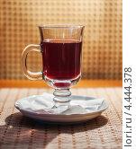 Купить «Стеклянная кружка с красным напитком на столе», фото № 4444378, снято 18 августа 2012 г. (c) Иван Бондаренко / Фотобанк Лори
